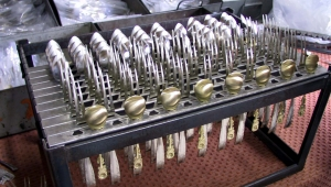 Odtłuszczanie przemysłowe powierzchni metalowej - mycie końcowe