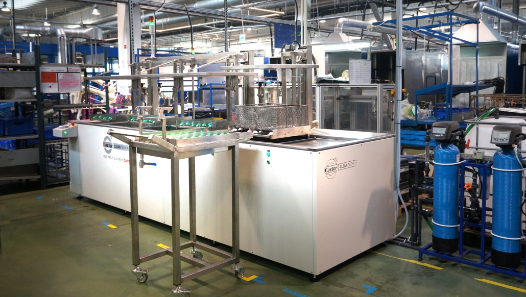 Urządzenia do mycia i odtłuszczania powierzchni detali z wykorzystaniem ultradźwięków